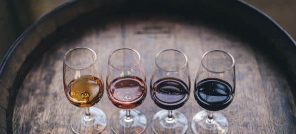 vier glazen wijn